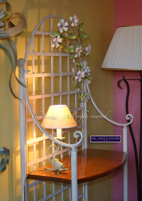 etagere en fer forg petit fleurs de lys gbs firenze. Black Bedroom Furniture Sets. Home Design Ideas