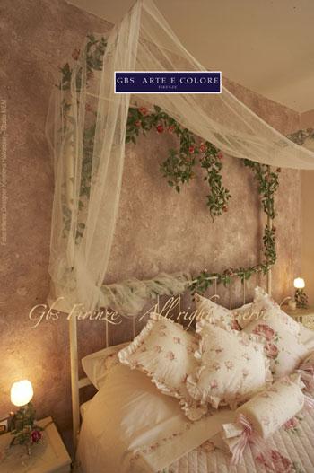 letto in ferro battuto stile romantico con baldacchino