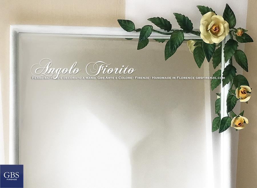 Specchiera Angolo Fiorito. Con rose. Ferro battuto. GBS