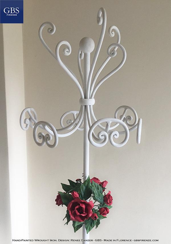 Appendiabiti da terra. Bouquet di Rose. Ferro battuto GBS Design: Renee Danzer