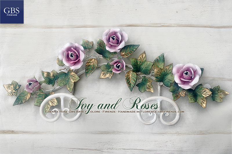 Rose e Bocci. L'autentico appendiabiti in ferro battuto con Edera, Rose e Bocci. Versione da muro con DUE ganci