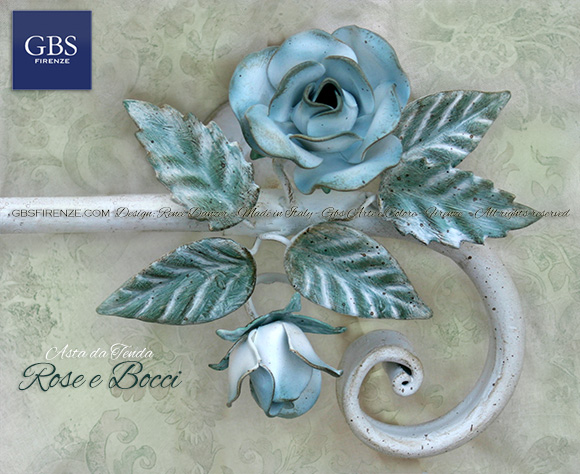 Asta da tenda, Rose e bocci di rosa. Colore bianco, rose celesti, Ferro battuto e decorato a mano. Su misura.