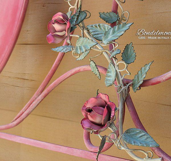 Letto Bondelmonti Fiorito. Dettaglio testiera. Ferro battuto e decorato a mano. Rose rampicanti.