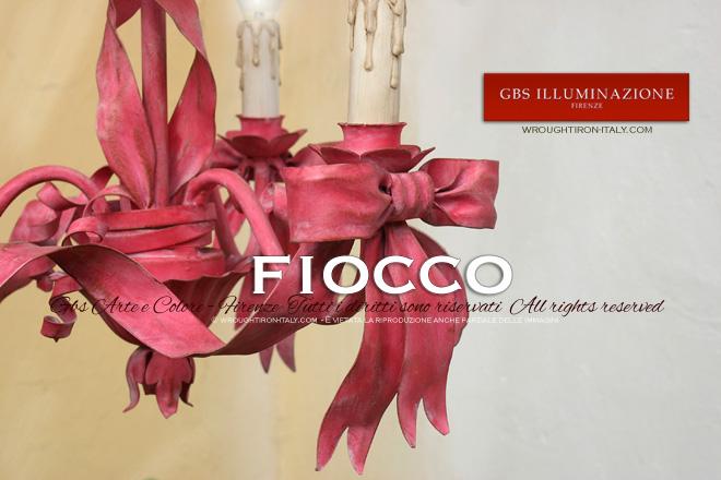 Lampadario Fiocco. Ferro battuto. Arredamento con colori coordinati e personalizzati